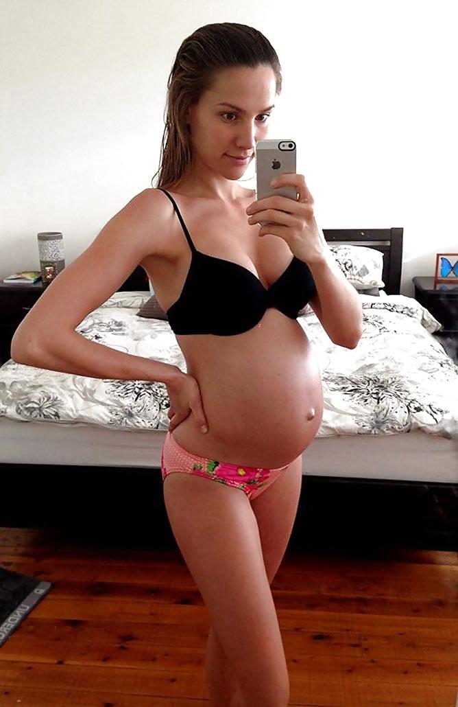 Nude pregnant blonde