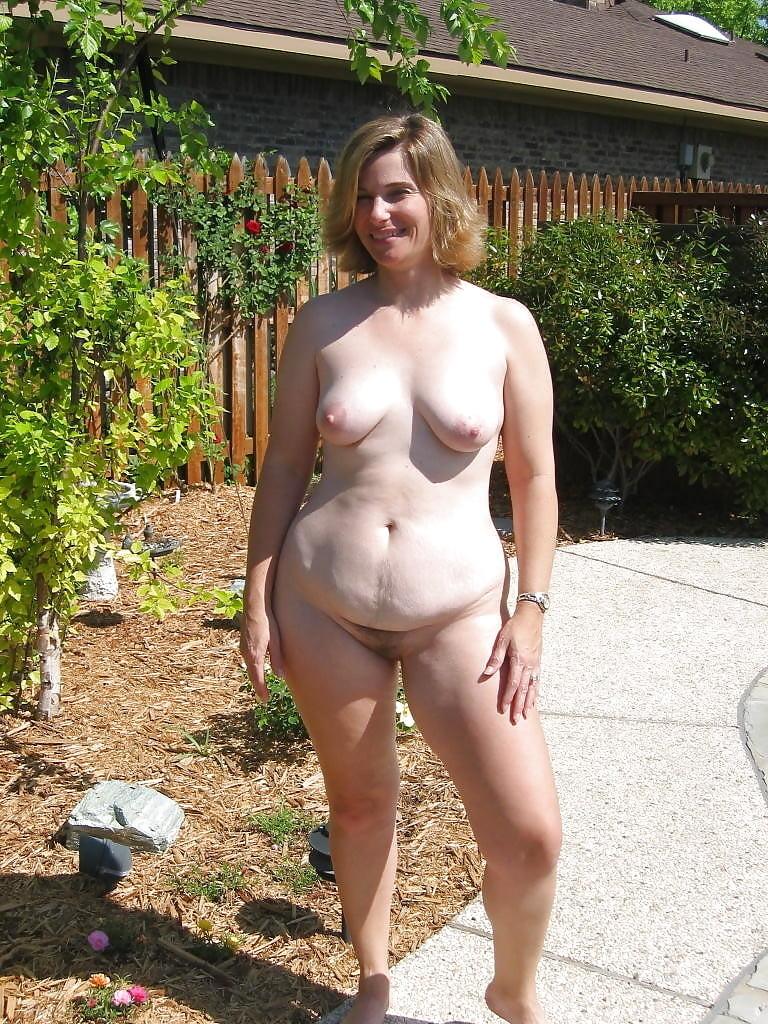 Nudist women in home — img 10