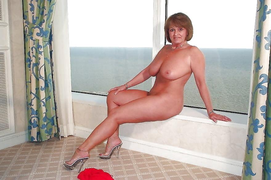 фото возраста в бикини женщин бальзаковского порно