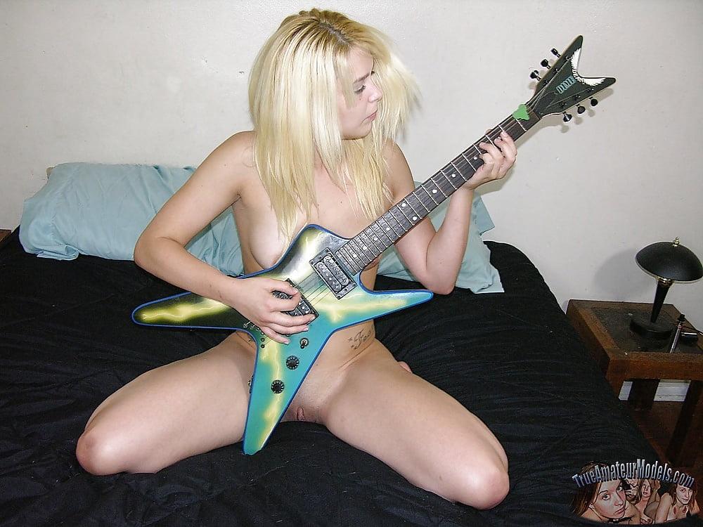 russkih-zhenshin-gitara-porno-russkoe-podchinenii-chernoy