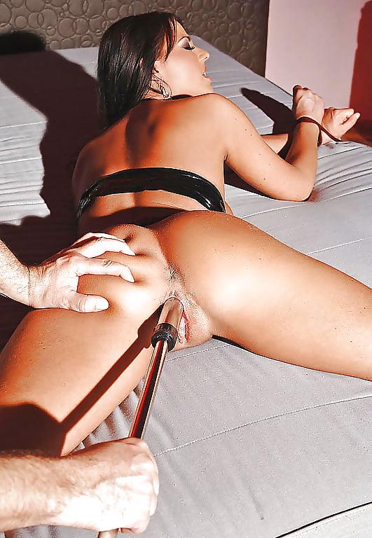 Блондинки улице порнуха как парень трахает девушку привязанную к кровати щелки