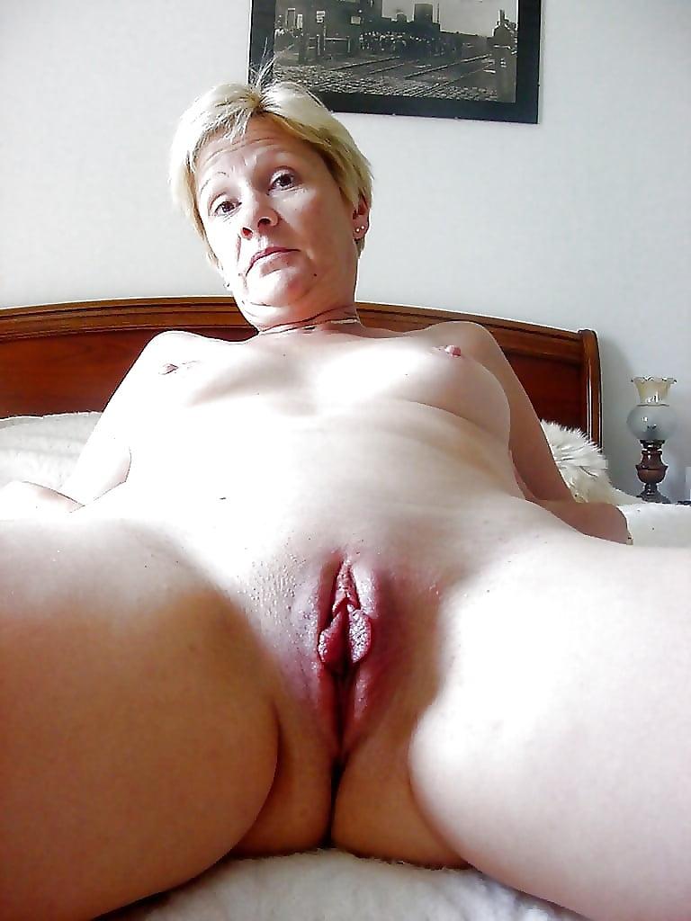 Mature Bald Pussy Porn Pics