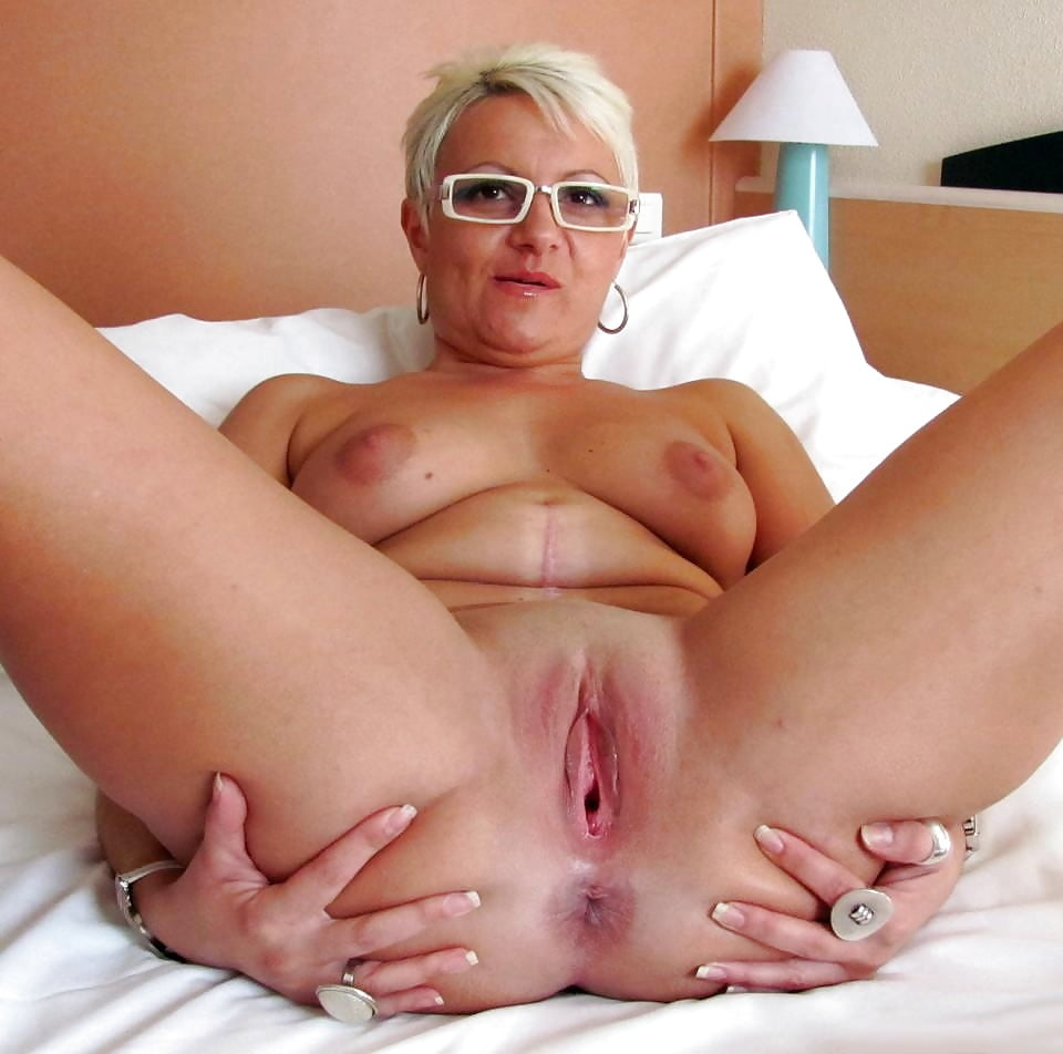 Granny Loose Hanging Pussy Porn Images