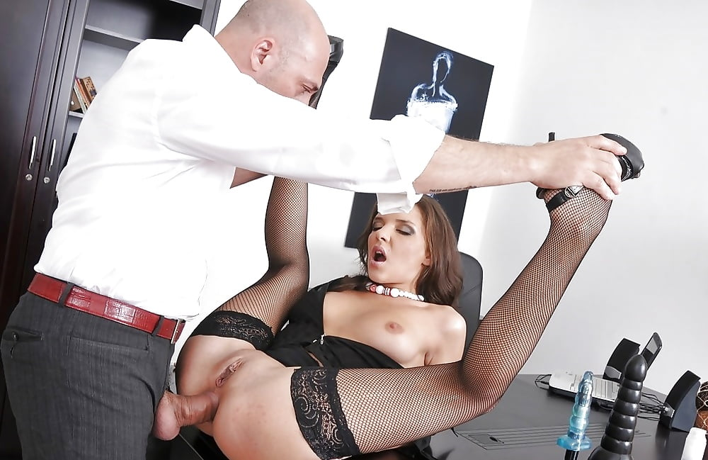 Maid in pink fucked by boss