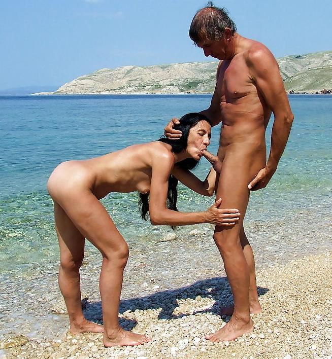 на диком пляже муж с женой соблазнили друга