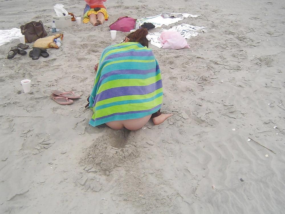 Girls Peeing Beach Porn Photo
