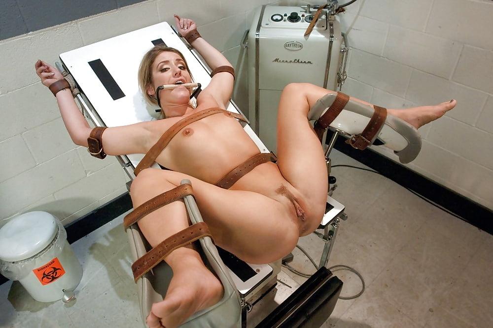 Смотреть видео голых девушек на гинекологическом кресле, зрелую пышку ебут