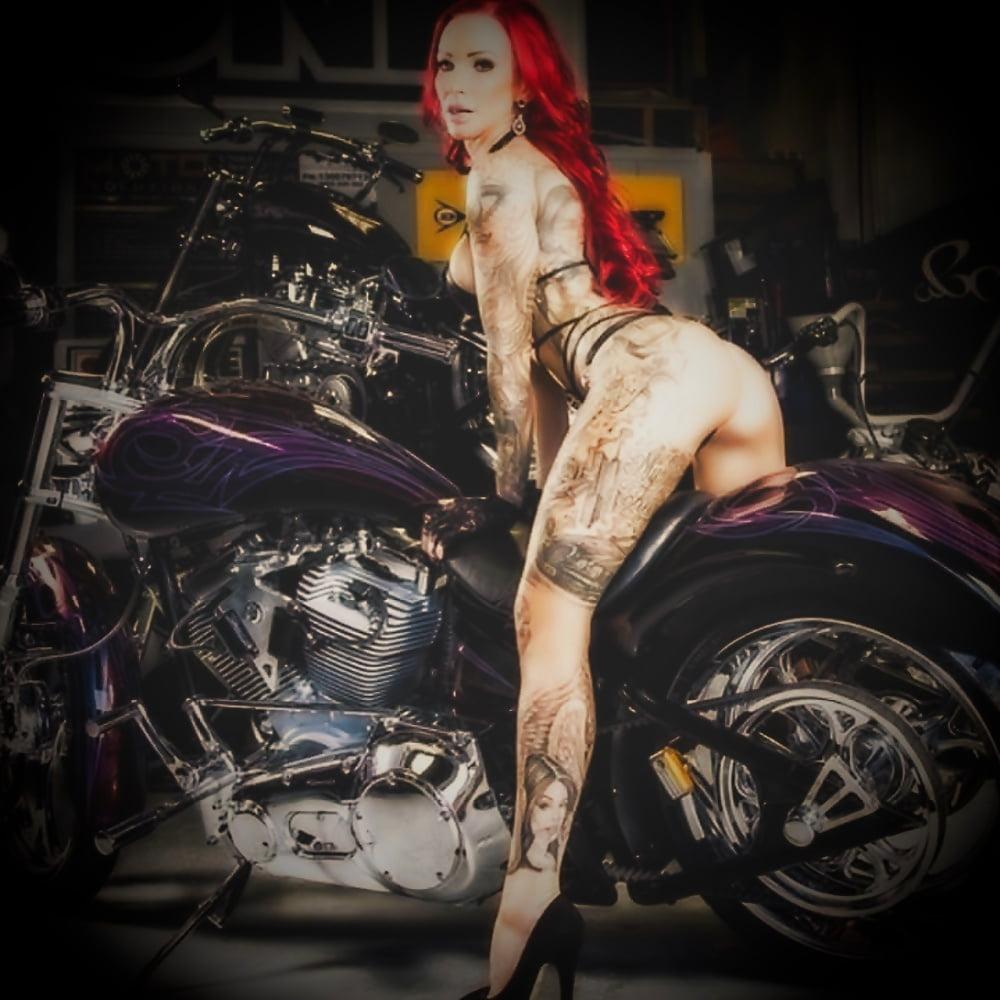 Biker babes tatooed pussy 1