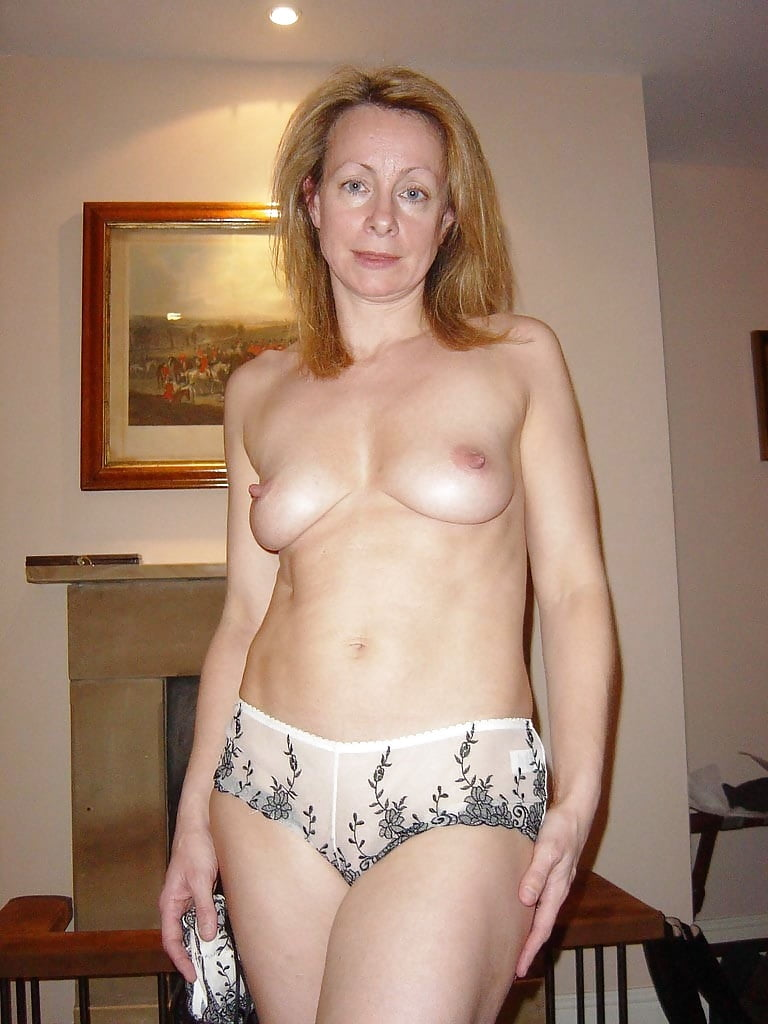 Ehefrau Taetowierte Dildo Orgasmus