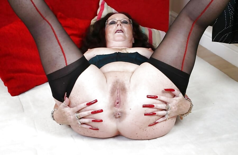 older-women-with-hot-assholes-large-pussy-lips
