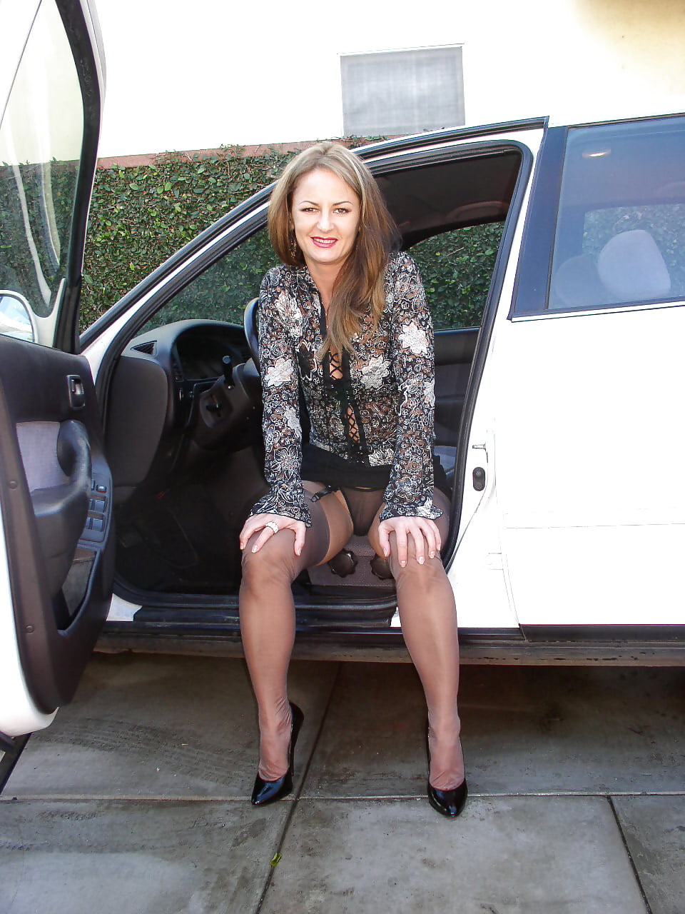 Busty Milf Mom Asked The Driver To Bring Her Home And Was Fucked