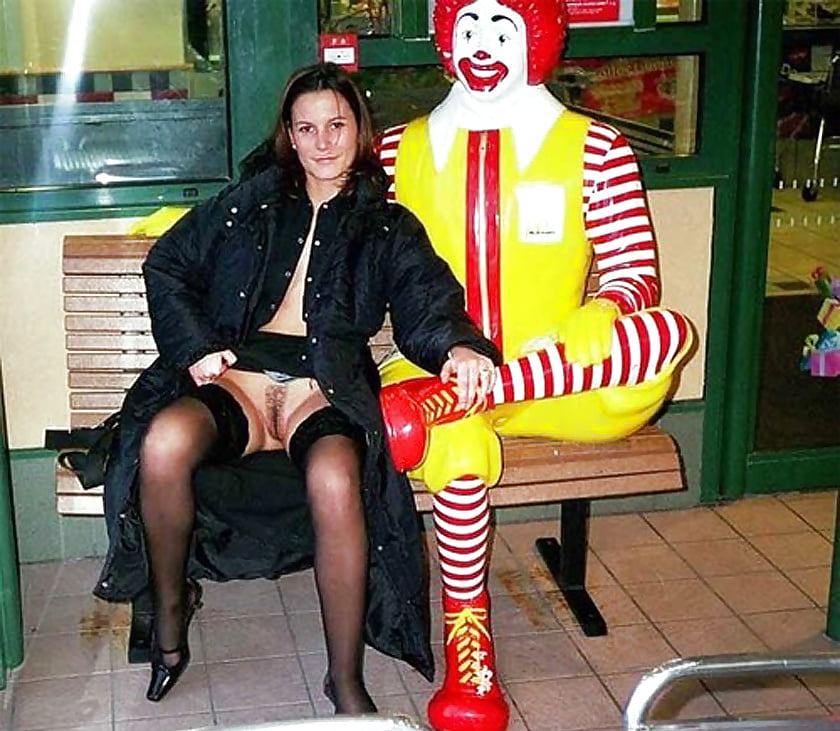 Mcdonalds wifes nude photos posted online — photo 11