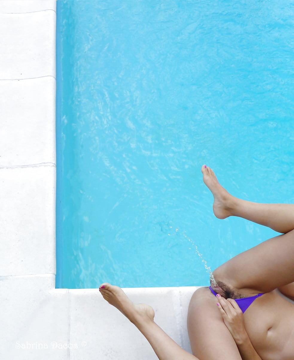 Pissing pool