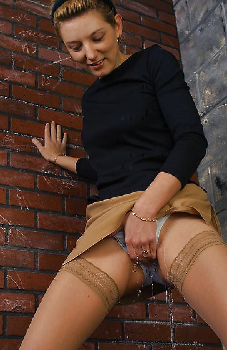 Pissing her knickers