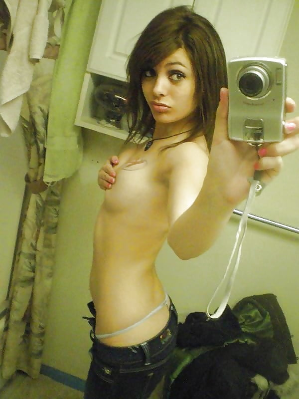 fucking-topless-emos-pussy-for