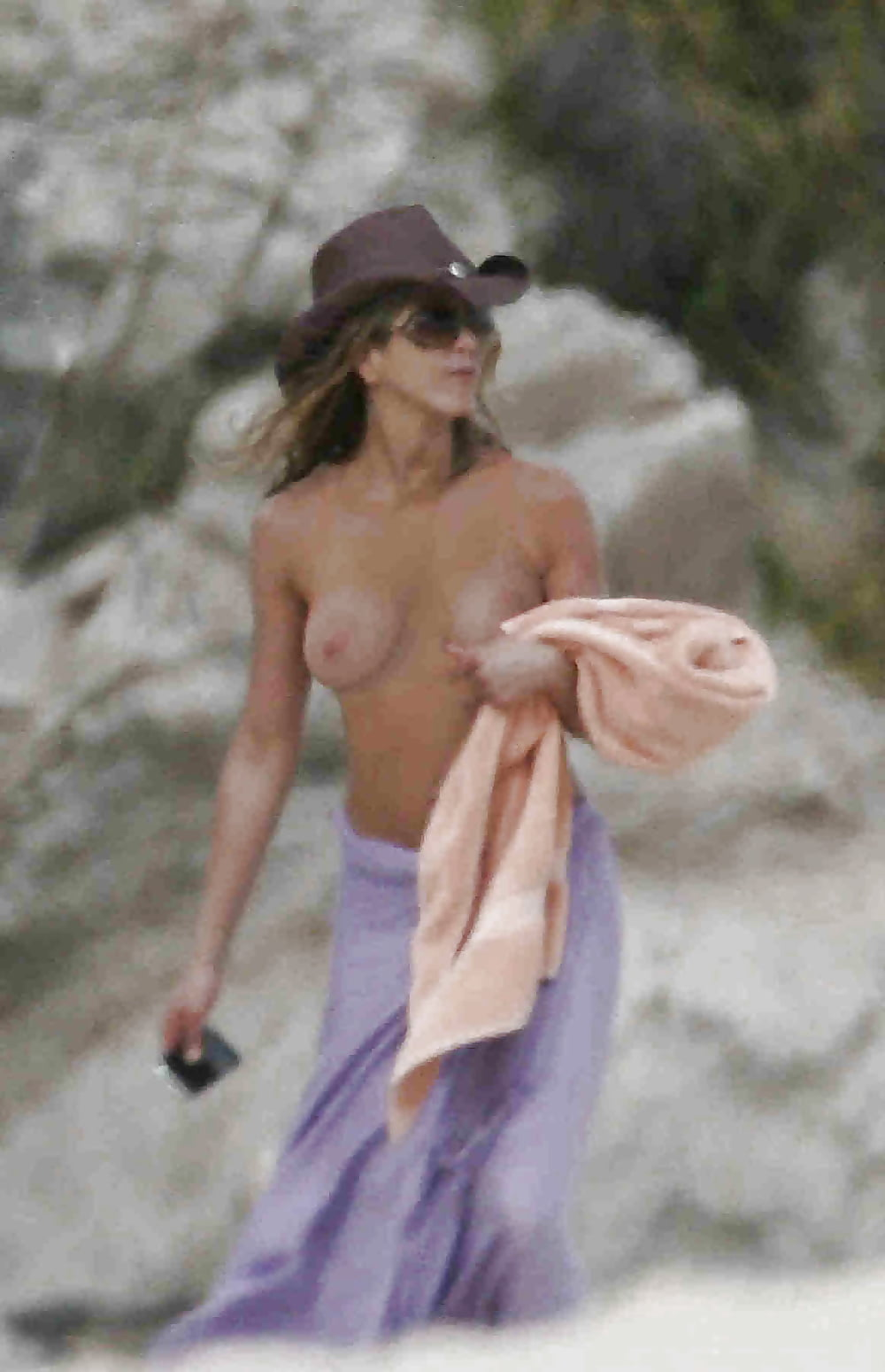 jennifer-aniston-topless-video