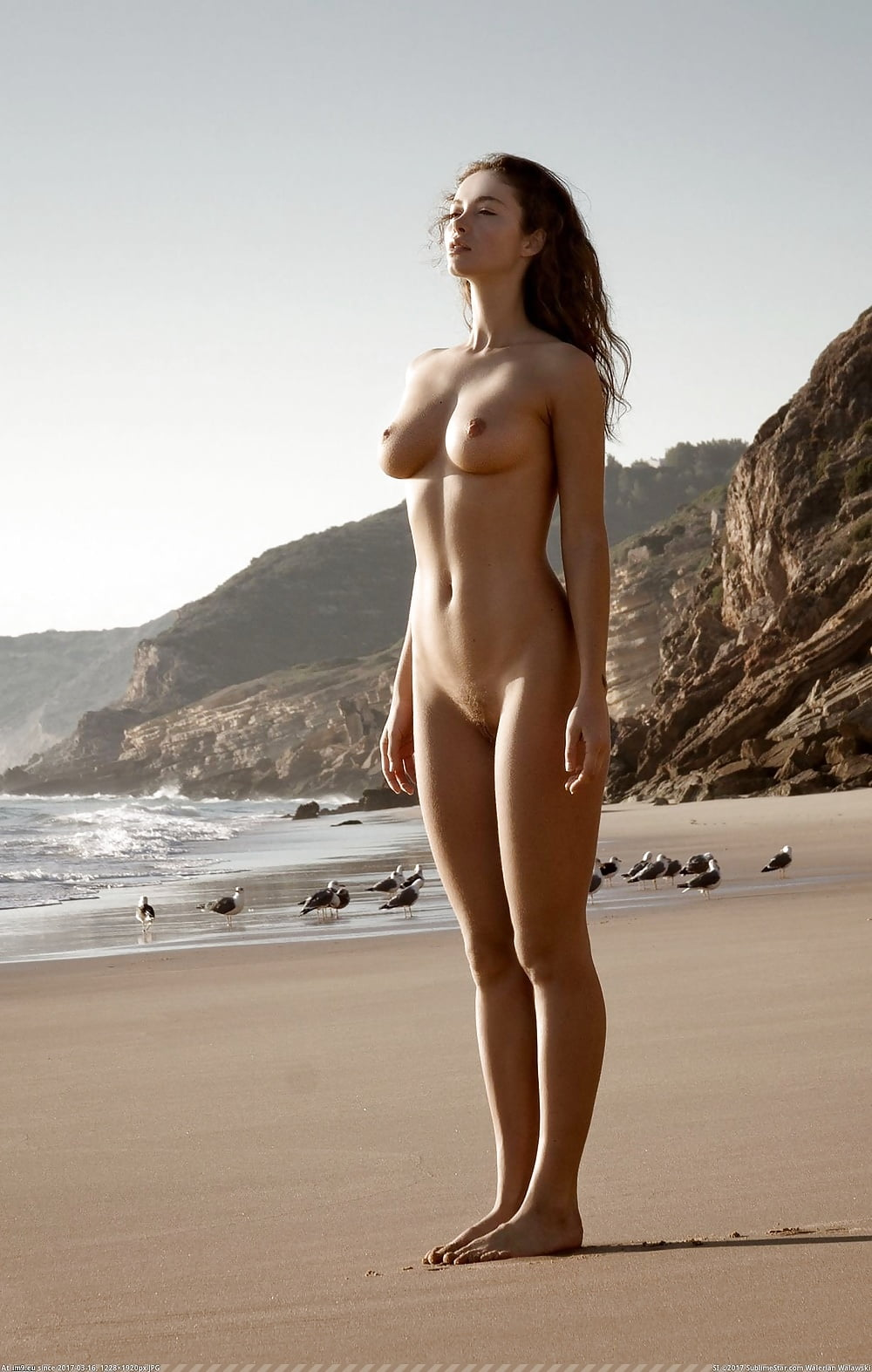girls-standing-on-the-beach-naked