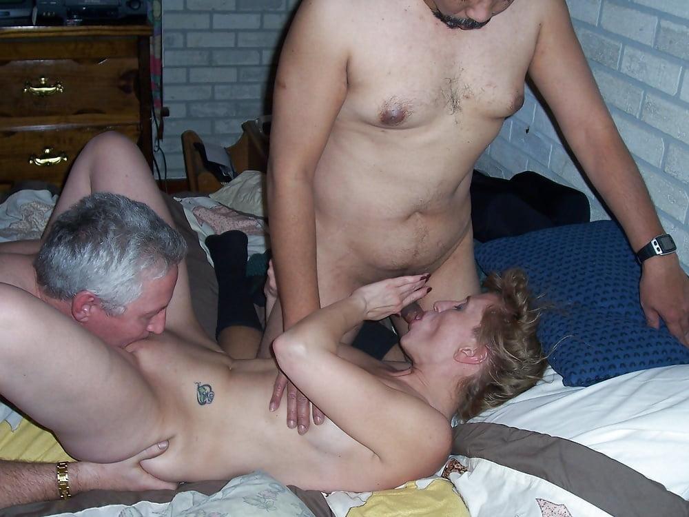 Молодым парням пришлось попробовать секс старых свингеров на себе