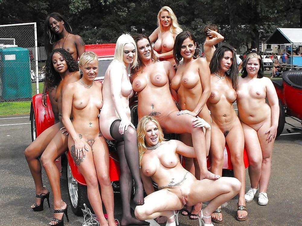 Толпа Обнаженных Женщин