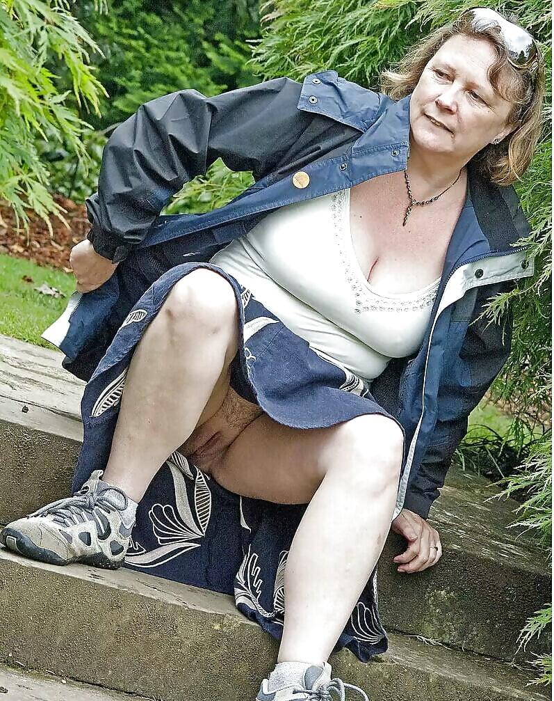 засветы под юбками у пожилых смешно