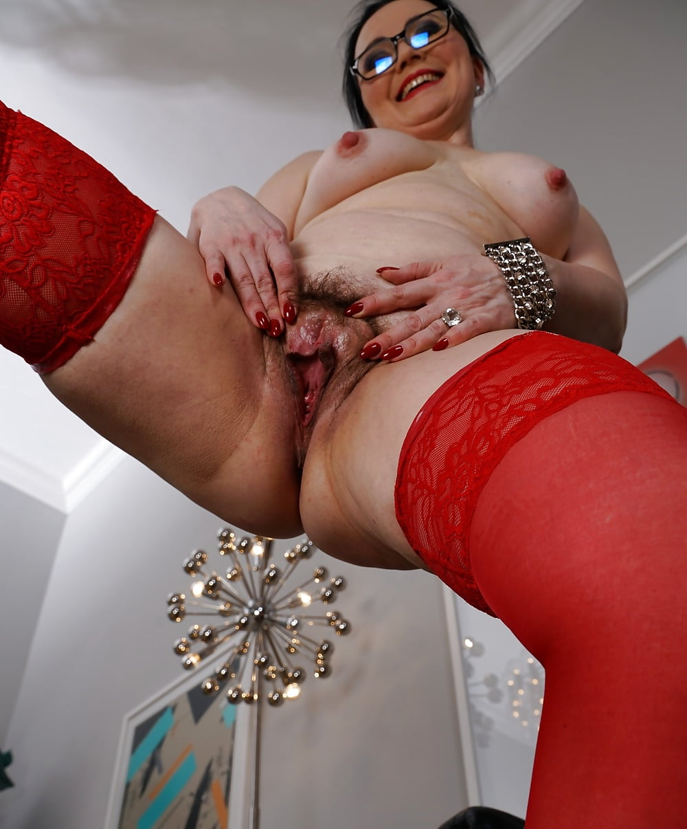 mature-woman-playing-with-herself