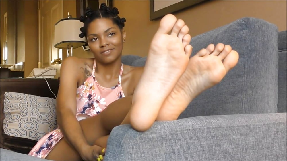 Woman with world's biggest female feet gets her custom