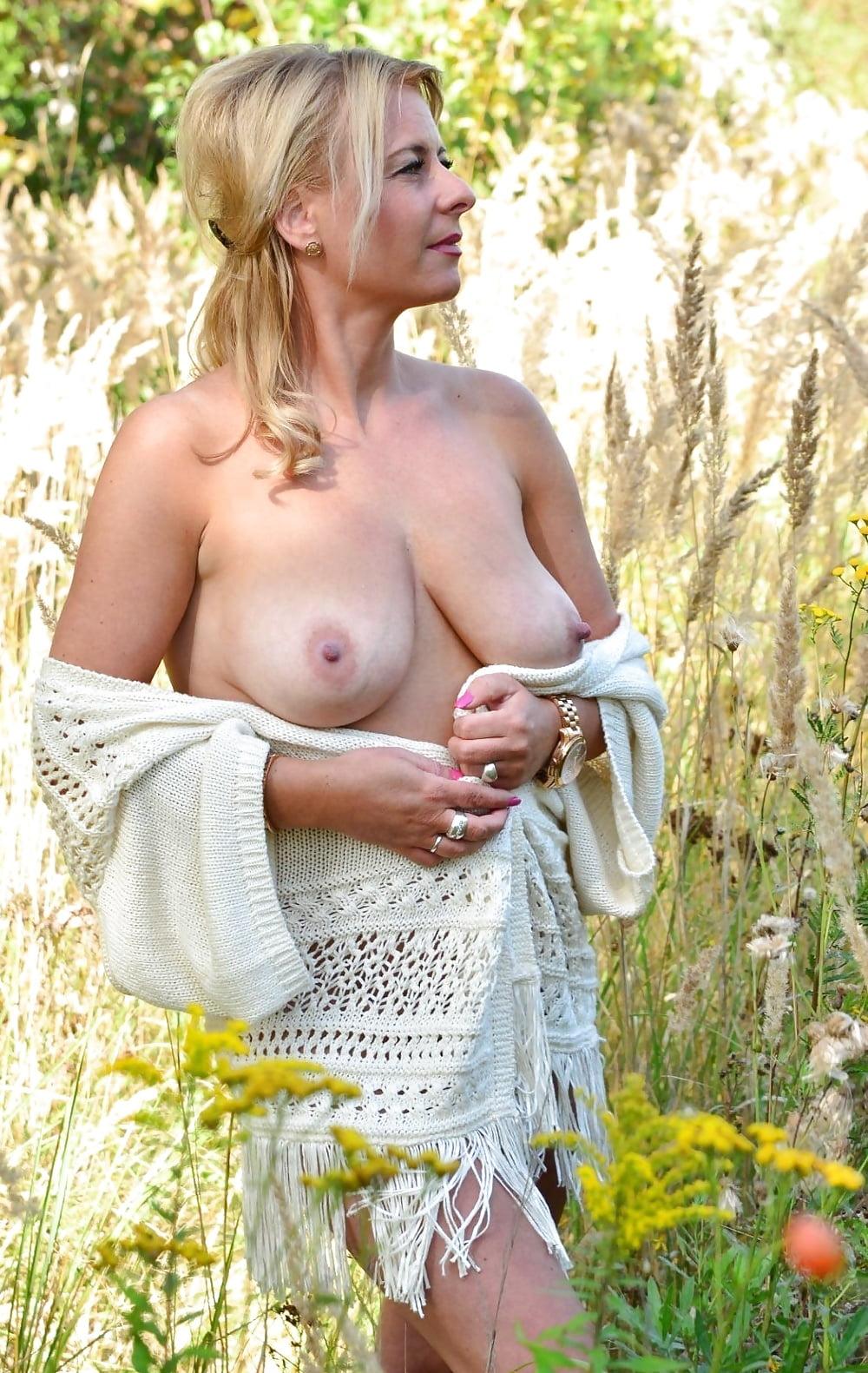 Голые красивые зрелые дамы на природе, порно фото как изменяют жены