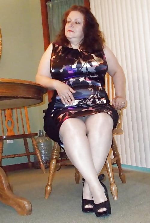 Толстые женщины в мини и в чулочках фото — pic 12