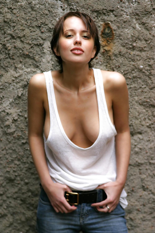 Tank Top Girls Nude Pics