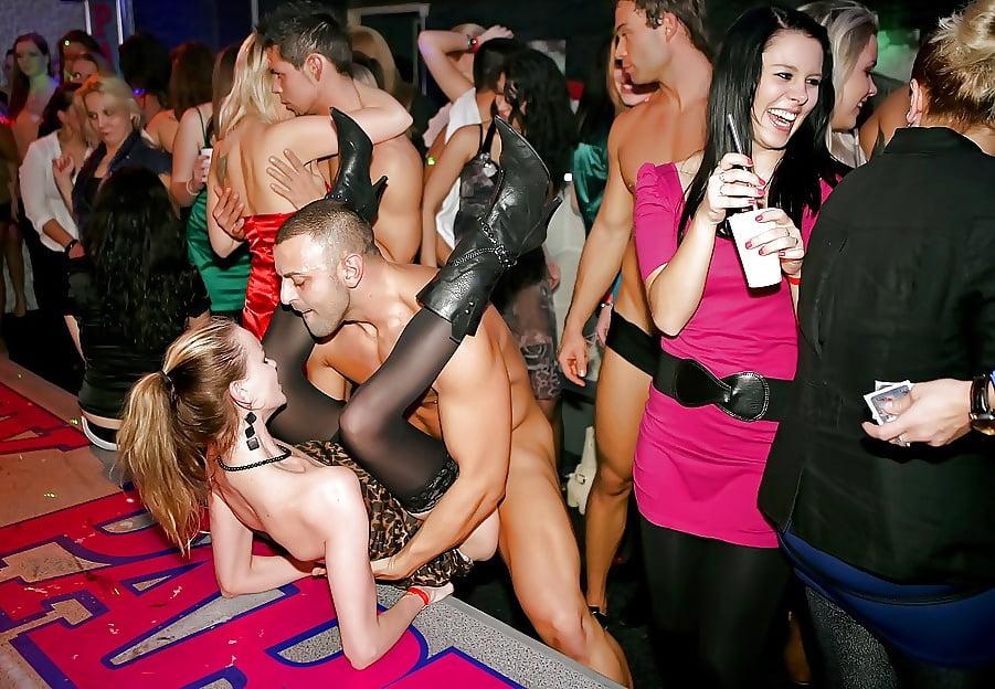 частенько секс в клубе снятый на телефон этого кабинетного полевое