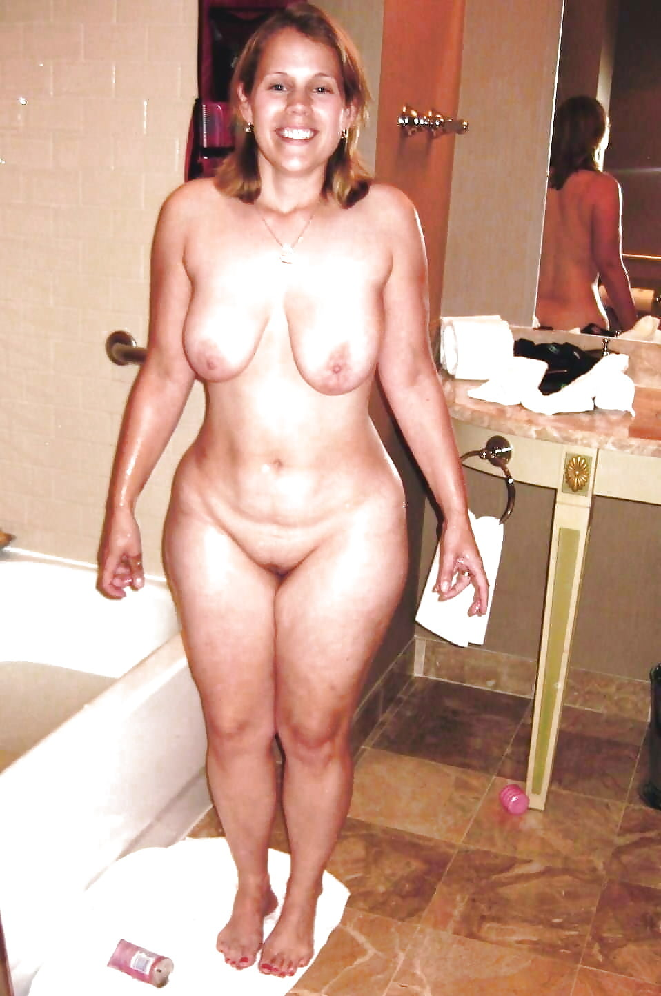 Amateur naked curvy wife pics