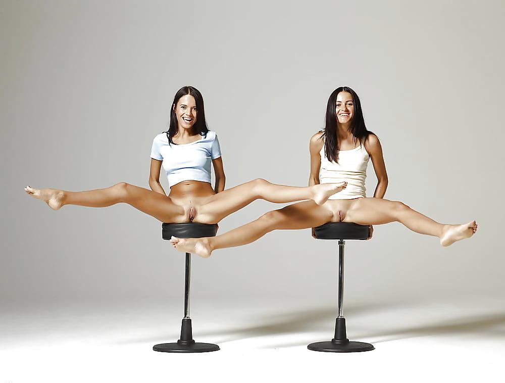 bbw-vuoyer-spreading-leg-asian-teen