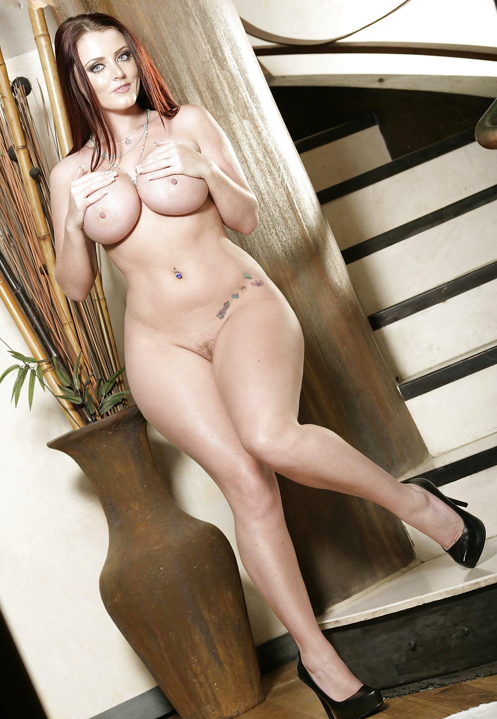 Best nude thick babes — img 1