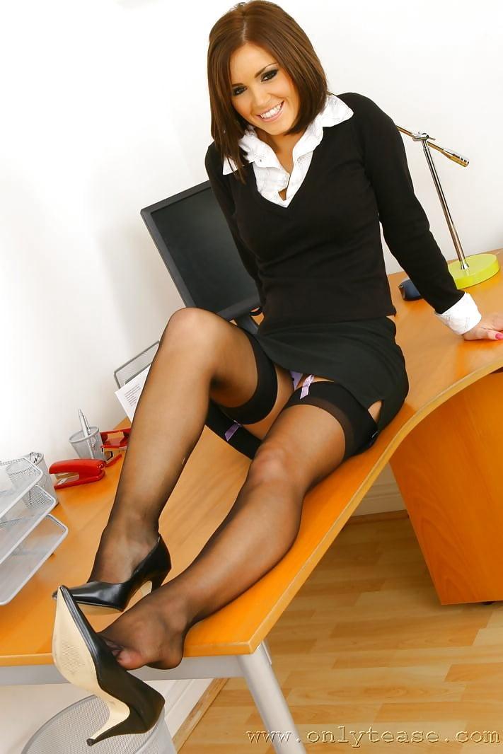 Молодую секретаршу на столе ебут