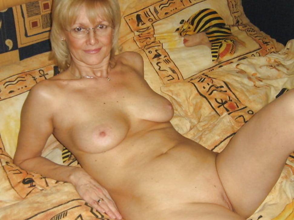 Приват фотогалереи голых женщин среднего возраста стройных брюнеток природе