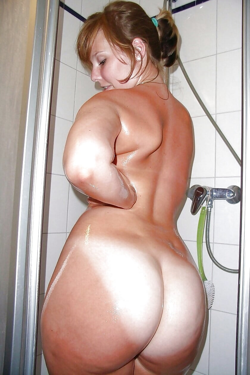 Naked female huge booty #4
