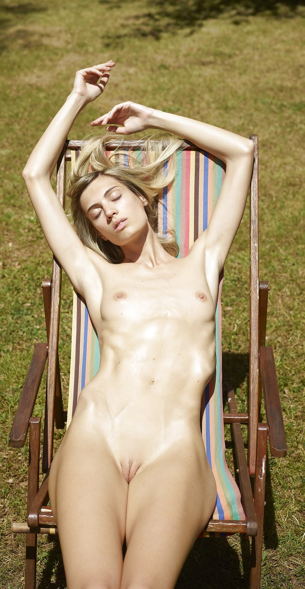 Фото голых девушек худенькая