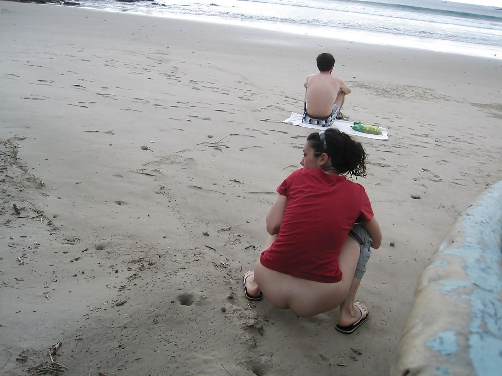 free-online-peeing-on-the-beach-video-titens-oded-fehr