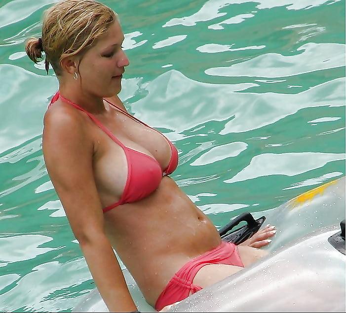 accidental-nudity-pool