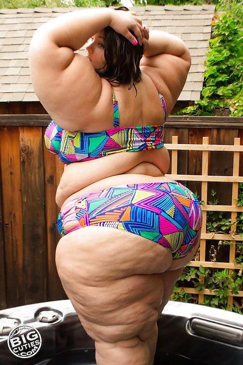 Watch her bounce that ass