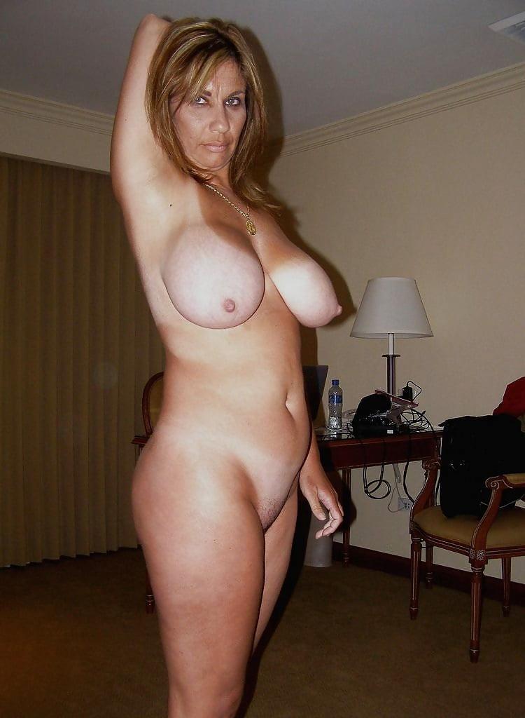 дама в годах голая фото незадолго после обеда