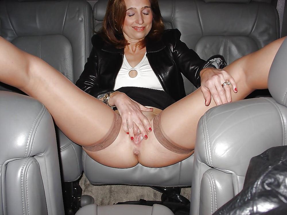 Мамочки в трусиках раздвигают ноги 7