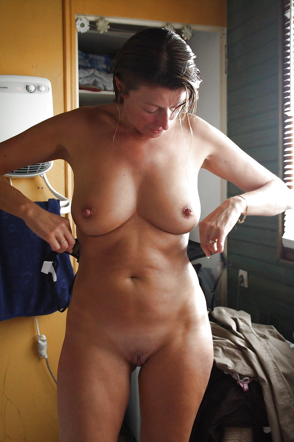 Naked Young Girl Unaware Recorded In The Shower