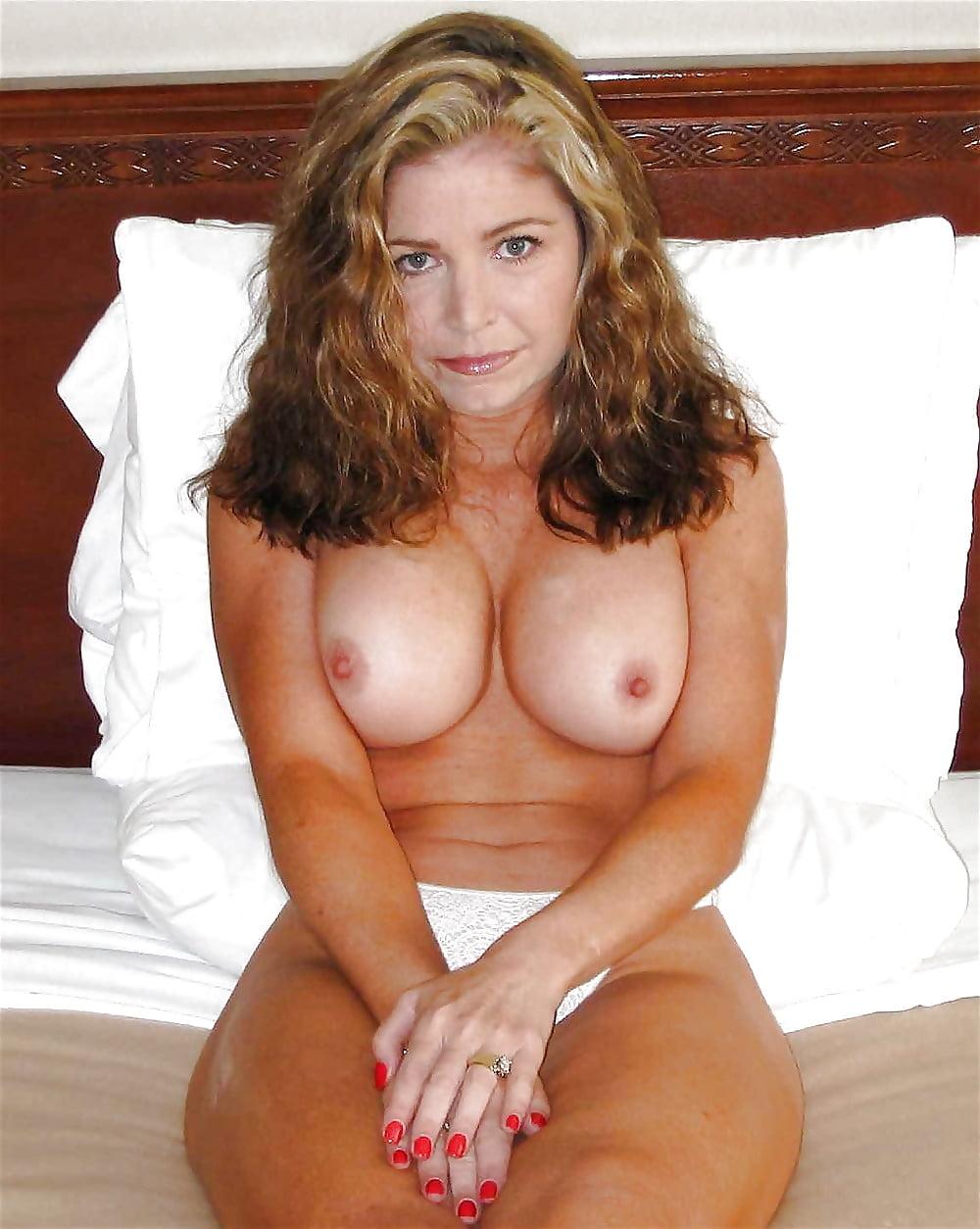Голые сексуальные фигуры зрелых дам — img 12