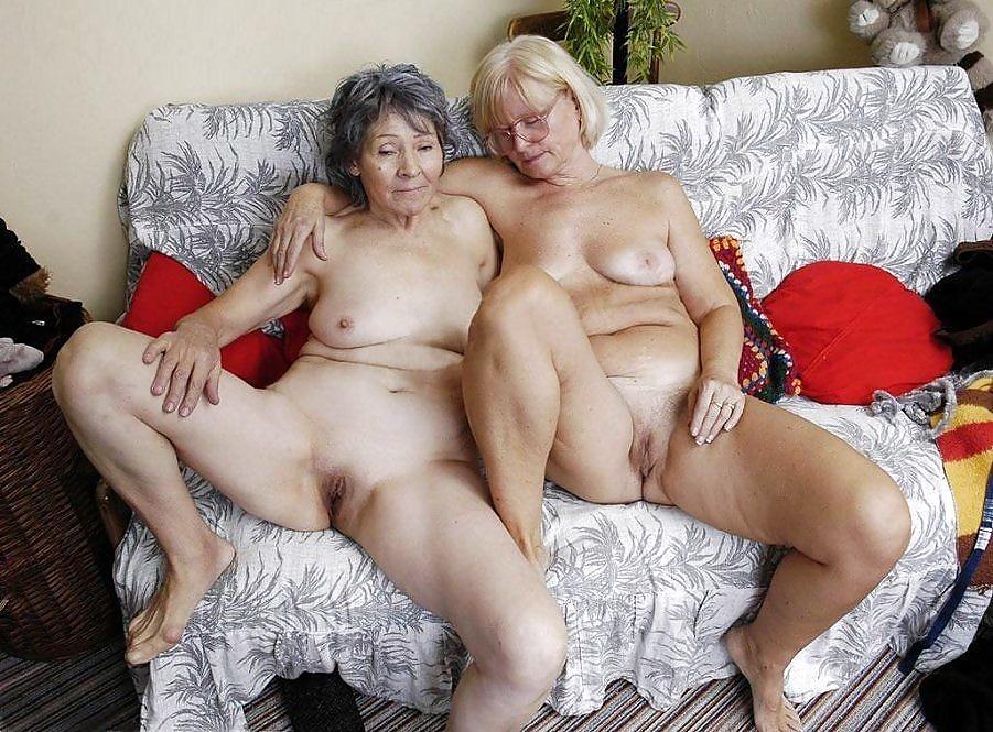 Голые старушки близняшки фото 15