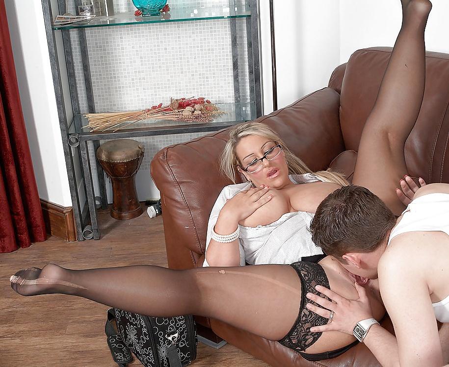 Порно лижут пизду у зрелых женщин 12