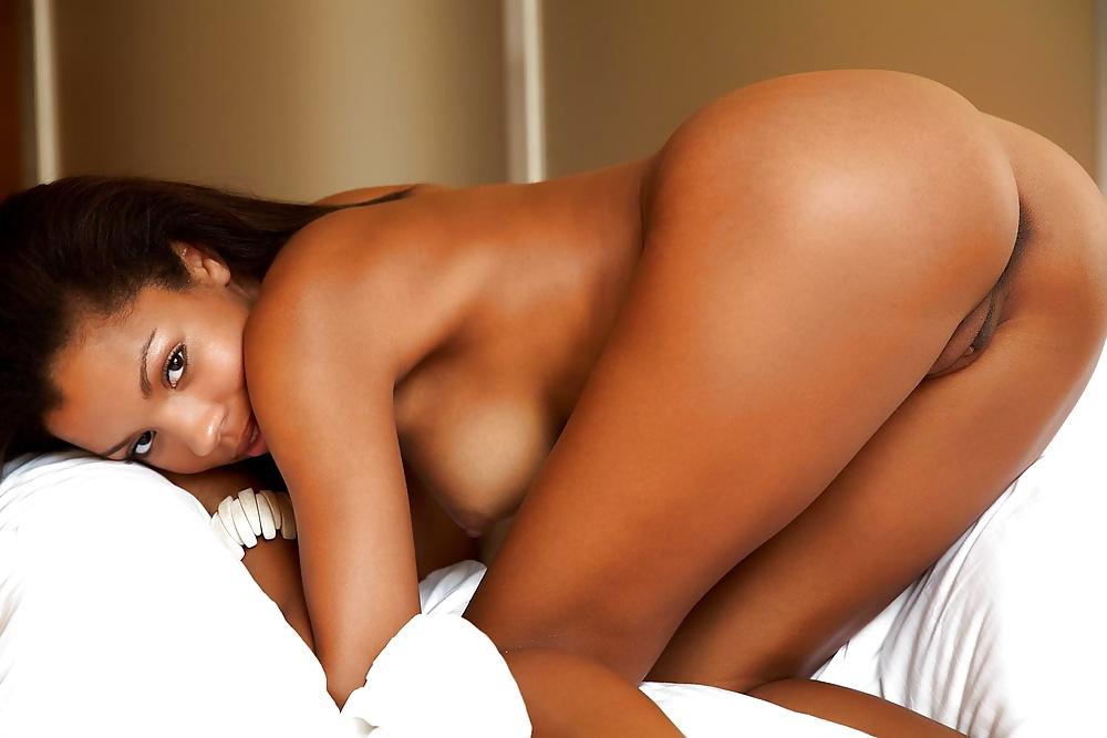 хочу красивая голая попа чернокожей девушки девушки приходит нему