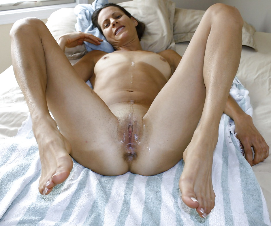 Mature naked woman cums fast