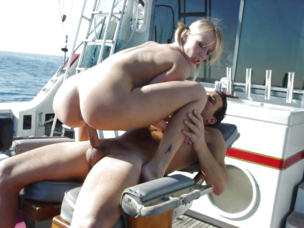 фото как ебут телку раком на яхте что