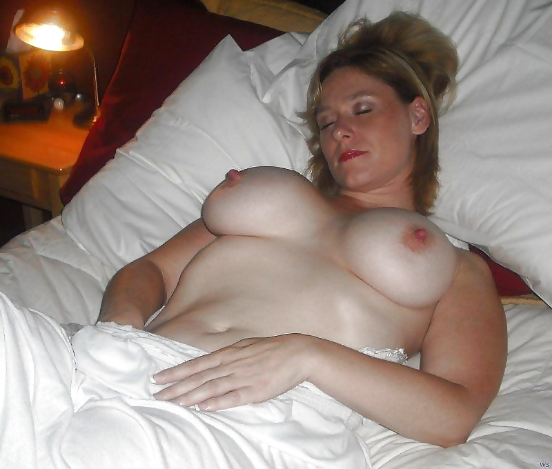 ebony-sex-topless-sleeping-mom